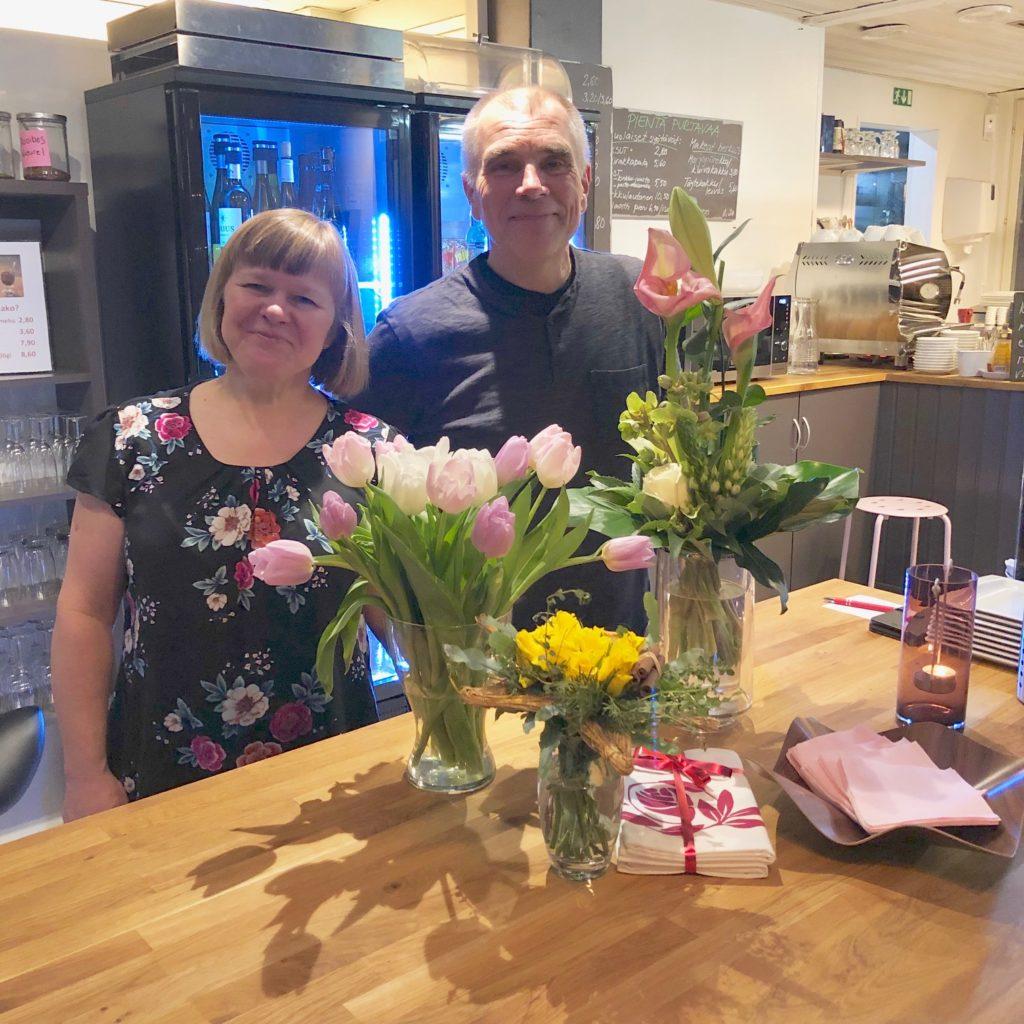 Saimme kukkia ja lahjoja asiakkailtamme. Kiitos niistä!